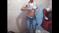 Novinha  gostosa  tirando  a  roupa