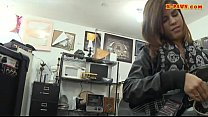 Rocker chick pawns her guitar and pussy