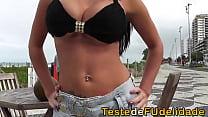 Videos de Sexo Namorada morena dando as xaninhas na areia da praia