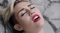 ball wrecking - cyrus Miley