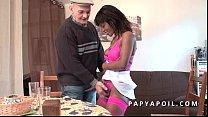 papy se fait pomper par une black qui se fait sodomiser dans un plan a 3