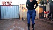 altas botas y azul engomada calza con Chica