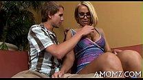 Moeder mellanie monroe rijd zich klaar op haar zoon zijn stijve lul