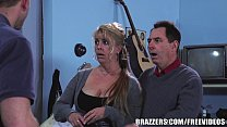 ... free a everyone gives addison chloe - Brazzers