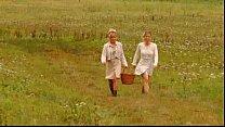 Видео про блондинок в чулках и мини юбке в лесу
