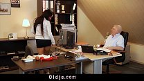 ... blowjob gives secretary sexy work to horny Too