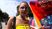 Streetgirls auf Mallorca  Dildo ficken am Strand