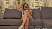 big titted milf ameli gets bored watching tv and rub…