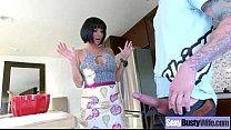 Видео мама испугалась грозы и пришла в кровать сына