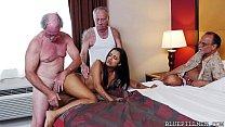 Красивый секс в огромной постели видео