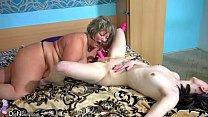 Русская зрелая женщина заставляет лизать