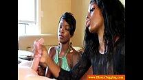 Смотреть как врач гинеколог доводит девушку до сквирта