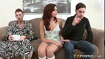 Эротические позирования девушек на улице видео фото 105-826