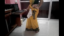 Desi tamil Married aunty exposing navel in saree with audio thumbnail