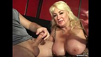 cigarette smokes and blowjob gives mom busty vivencias