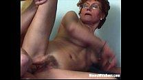 Зрелую женщину поймали и принудили к сексу