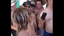 Videos de Sexo Magrinha rabudinha realizando festa com amigas brasileiras na orgia