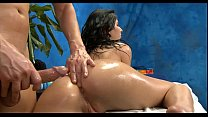 Порно с класной попкой и грудью в масле