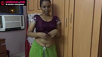 Amauter Indian babe masturbating with cucumber
