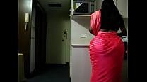 Блондинка сиски попки обтягивающих платьях в контпкте