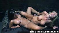 Две лесбиянки трахают третью страпоном во все дыры