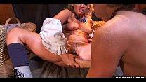 Блондинка мастурбирует свою киску видео