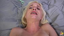 Сын трахает мамку и кончает ей в рот отец снял видео