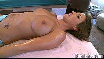 Раб облизывает ноги в бане порно