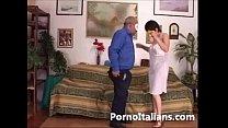 Amatoriale italiano - scopata sul divano tra co...