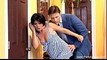Девушка репортер снимает парня порно