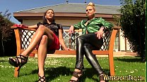Glam licking lesbos piss