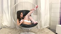 Subil Arch stretches her pussy for an inflatabl...
