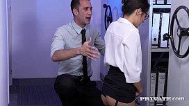 Ебет при прохожих смотреть порно