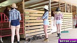 Αγρότης παρτούζα με δύο μουνάρες πιτσιρίκες (16 min)