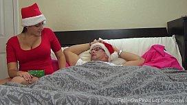 Mamãe noel tomando pica na cama