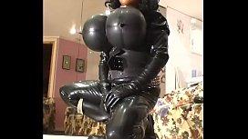 Ебут мужика в женской одежде смотреть порно