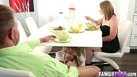 Три члена в бабе смотреть порно