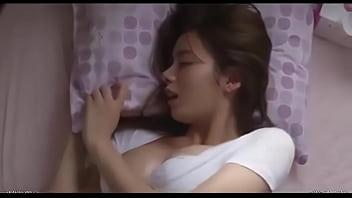汗ばんだ色白乳房が艶めかしい巨乳お姉さん|イクイクXVIDEOS日本人無料エロ動画まとめ