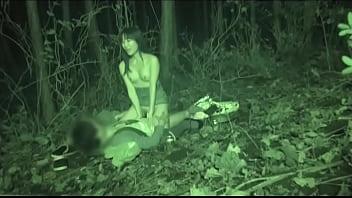 若い学生カップルが野外セックスしてるのをこっそり盗撮