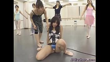 全身に電マを仕込まれたスレンダー美女がバレエ教室に。踊れるはずもなくアクメ地獄にw