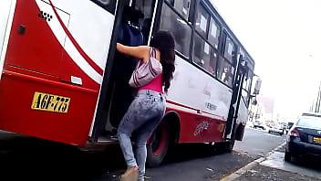 Tangas Bajo Faldas Culo peruana 1