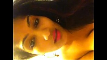Desi girl fingering and moaning loudly