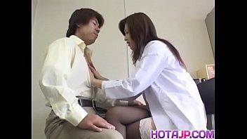เย็ดหีครูสาวร้อนรัก ยั่วขนาดนี้ก็เย็ดซะเลยดีกว่า ฟันหีครูกลางห้องเรียน แสดงโดย Mai Hanano – 10 Min