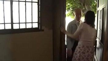 田舎の欲求不満人妻が夜中に近所のお父さんのチンポをしゃぶり汗だく不倫SEX