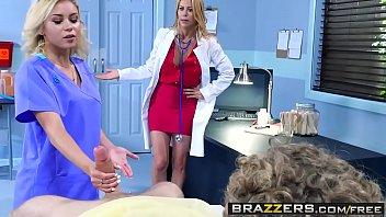 Doua Blonde Curve Fut La Spital Un Pacient Dotat