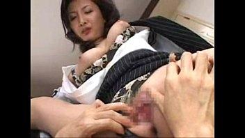 色気ムンムンな巨乳熟女秘書が甘える社長をもて遊ぶw–おっぱい動画見放題