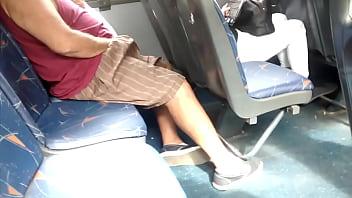 Doble paja cerca chica en bus micro | double ma...