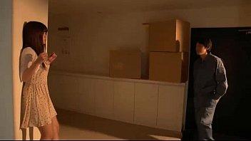 【エッチ動画】家に忍び込んだ男性がエロ乳奥様の口をイラマで犯しまくる★