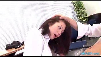 美女OLがオフィスで同僚社員から犯され3Pセックス