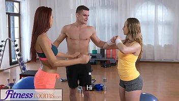 Doua Tinere Curve Se Fut In Sala De Fitness Cu Marcel